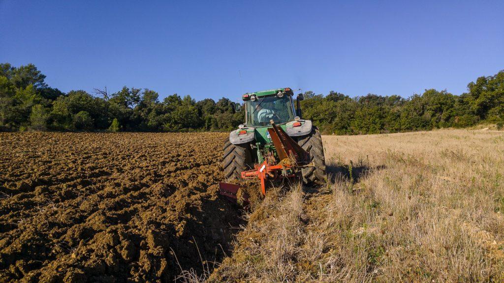 Gorące żniwa a montaż klimatyzacji w starszej maszynie rolniczej